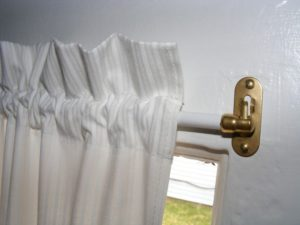 sash-curtain-rods